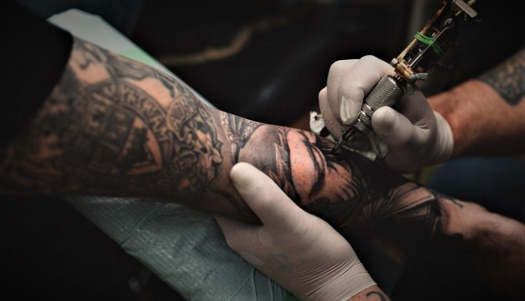 Lima tren tato yang berkembang untuk pria pada tahun 2020